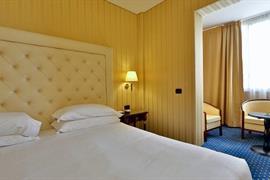 98235_006_Guestroom
