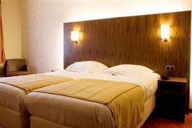 92615_006_Guestroom