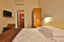 98103_007_Guestroom