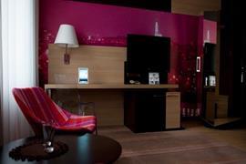 81007_003_Guestroom