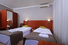 81007_005_Guestroom