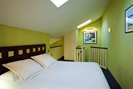 93449_005_Guestroom