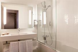93792_006_Guestroom