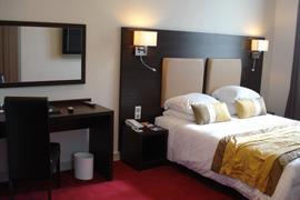 93421_006_Guestroom