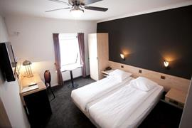92651_007_Guestroom