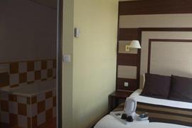 93613_005_Guestroom