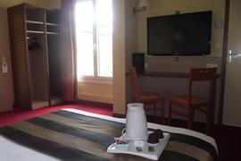 93613_006_Guestroom