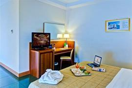 98260_005_Guestroom