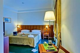 98260_006_Guestroom