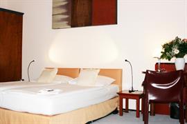 95086_006_Guestroom
