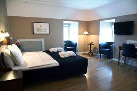 88136_001_Guestroom