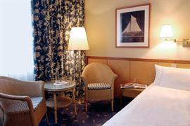 95305_002_Guestroom