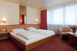 95305_006_Guestroom