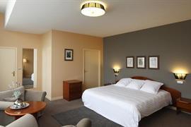 93677_005_Guestroom
