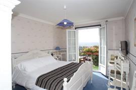 93696_002_Guestroom