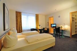 95328_002_Guestroom