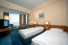 92613_005_Guestroom