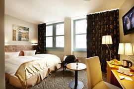 95384_002_Guestroom