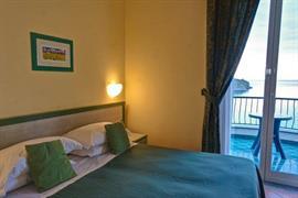 98241_007_Guestroom