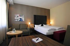 95372_005_Guestroom
