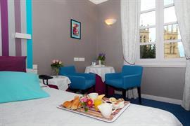 93720_005_Guestroom