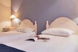 93642_002_Guestroom