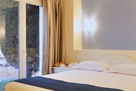 93642_004_Guestroom