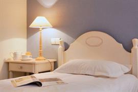 93642_006_Guestroom