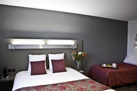 93730_005_Guestroom