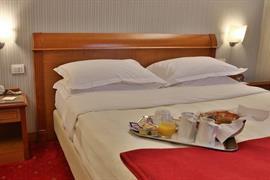 98144_006_Guestroom