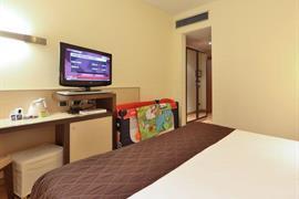 98232_006_Guestroom