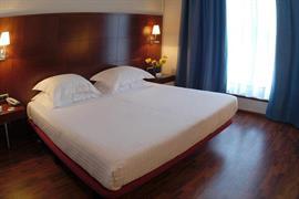 92210_005_Guestroom