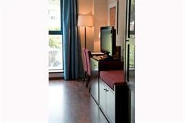 92210_006_Guestroom