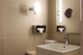 93818_002_Guestroom