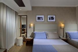 98050_004_Guestroom