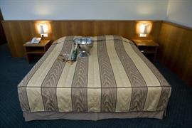 92641_003_Guestroom