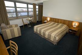 92641_004_Guestroom