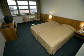 92641_006_Guestroom