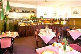 92702_003_Restaurant
