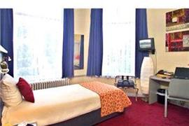 92702_005_Guestroom