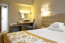 81033_004_Guestroom