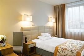 81033_005_Guestroom