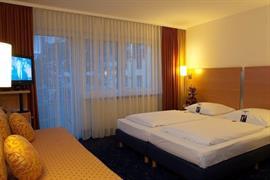 95279_005_Guestroom