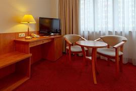 81016_004_Guestroom