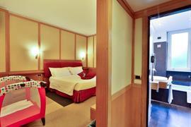 98073_005_Guestroom