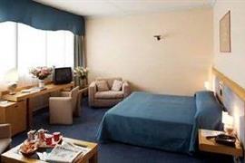 98244_006_Guestroom