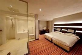 92696_005_Guestroom