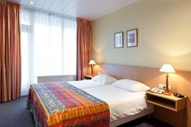 92696_006_Guestroom