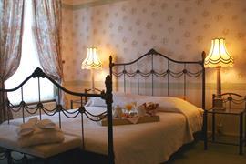 92724_006_Guestroom
