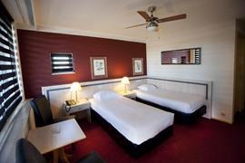 92671_001_Guestroom